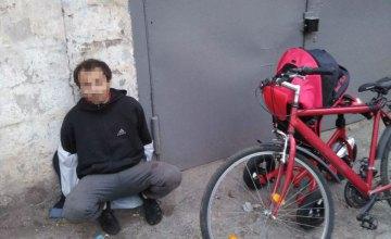 В Никополе мужчина украл из охраняемого гаража 2 велосипеда