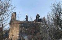 В Павлоградском районе загорелся сухостой: пожар распространился на дачный дом (ФОТО)