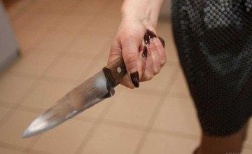 В Павлограде пьяная женщина убила свою подругу ударом ножа в шею