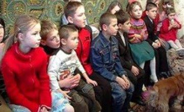 На Днепропетровщине реализуется программа по предупреждению сиротства «Депутаты за благополучие семей»