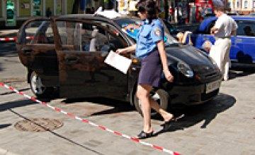В центре Днепропетровска в собственной машине задушили молодую женщину