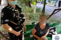 Нашла за домом: в Кривом Роге у 23-летней девушки обнаружили 11 слип-пакетов с марихуаной
