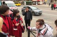 В Кривом Роге женщина потеряла сознание на проезжей части, переходя дорогу в неположенном месте
