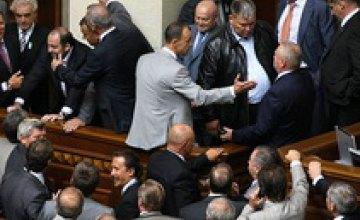Фракция «БЮТ – «Батьківщина» первой заблокировала трибуну Верховной Рады