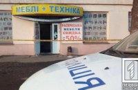 В мебельном магазине продавцу выстрелили в голову: женщина в больнице