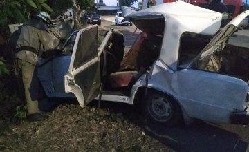 В Покрове ВАЗ влетел в дерево: пострадал 21-летний водитель, есть погибшие