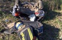 На Днепропетровщине столкнулись две легковушки, одна перевернулась: есть погибшие