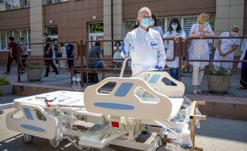 Областная больница имени Мечникова получила 60 современных функциональных кроватей