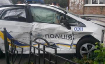 В Киеве патрульные врезались в дерево
