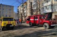 При тушении пожара в многоэтажке Вольногорска спасатели обнаружили тело 91-летней женщины