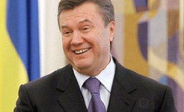 Виктор Янукович записал новогоднее поздравление с шестого дубля