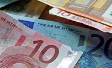 Евро на межбанке вырос на несколько копеек
