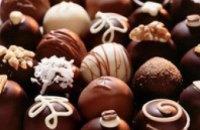 В Кривом Роге мужчина украл с прилавка ящик конфет