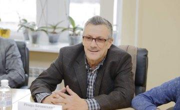 Городской совет Днепра посетил известный канадский сценарист фильма «Горькая жатва»