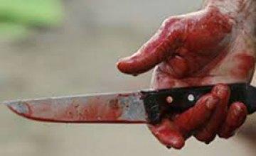 В Каменском мужчина исполосовал ножом свою сожительницу