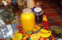 Мед, орехи и консервация: на Днепропетровщине неизвестный  обокрал 74-летнюю женщину