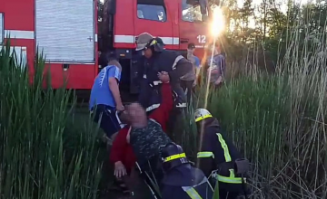 В Кривом Роге с моста в воду упал мужчина: пострадавшего спасли чрезвычайники