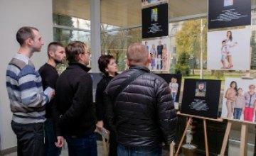 В ДнепрОГА открыли фотовыставку, посвященную бойцам АТО и их семьям
