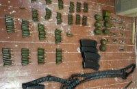 При обыске у 29-летнего криворожанина обнаружили арсенал оружия и наркотики
