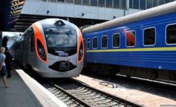 УЗ назначила 36 дополнительных поездов на Новогодние праздники