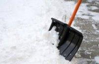 Горсовет Днепра взялся за предпринимателей, которые не убирают снег и сосульки