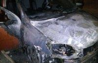 В Днепре на стоянке среди ночи сгорела иномарка (ФОТО)
