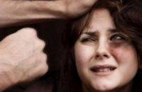 Бил и резал ножом за отказ дать денег: на Днепропетровщине мужчина проведет 8 лет за решёткой за разбой в отношении приятельницы