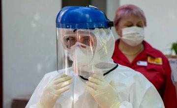 Медики Днепропетровщины получили доплаты от государства за борьбу с COVID-19 в мае