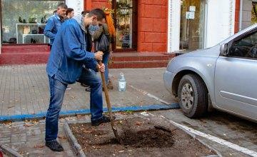 Вже 400 дерев висадили в місті співробітники Інспекції з питань контролю за паркуванням у рамках декадника # Дніпро_квітучий