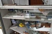 В Днепре жители 12 квартала жалуются на разбитую остановку (ФОТО)