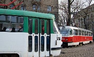 В Днепропетровске на перекрестке Чкалова и Серова остановились трамваи