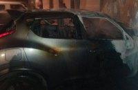Ночью в Днепре горел автомобиль: пострадали рядом стоящие Audi и Hyundai (ФОТО)