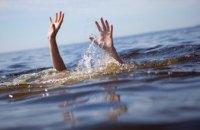 В Днепре на глазах у свидетелей мужчина ушел под лед: тело так и не нашли (ВИДЕО)