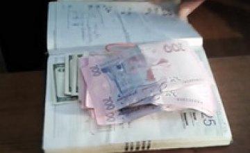 В Днепропетровской области следователь сдал полиции мужчину, предлагавшего взятку
