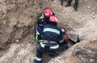 В Черновецкой области мужчину засыпало землей в песчаном  карьере (ФОТО)
