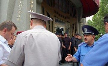Находившиеся на месте перекрытия входа в отель «Европейский» от комментариев отказываются