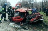 15-летняя девочка вылетела через лобовое стекло: в Кривом Роге водитель «ВАЗ-2101» не справился с управлением