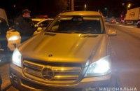 В Днепре пытались похитить женщину: связали и силой усадили в Mercedes
