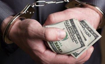 В Днепре полицейский попался на крупной взятке