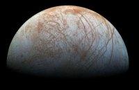 Ученые NASA вновь обнаружили гигантские гейзеры на спутнике Юпитера