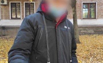 В Кривом Роге неизвестный обокрал магазин и на следующий день вернулся на место преступление
