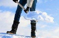 В Днепропетровской области 2 человека упали с крыши, убирая снег
