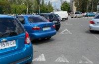 В Днепре из припаркованного авто украли сумку с деньгами