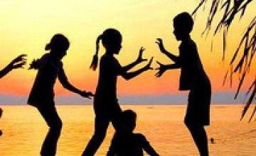 Дети матерей-героинь получат бесплатные путевки в лагеря