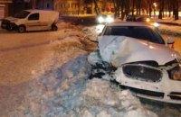 В центре Харькова Jaguar въехал в припаркованный Renault: есть пострадавшие