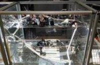 В Никополе трое с автоматами ограбили ювелирный магазин
