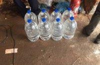 В Сумской области производили алкоголь, перегоняя автоомыватель для стекла (ФОТО)