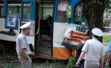 Вагон затрясся и быстро понесся вперед, заваливаясь набок, - пострадавшая в аварии 1-го трамвая