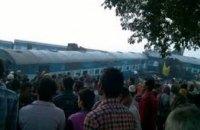 В Индии с рельсов сошли 15 вагонов пассажирского поезда: пострадали более 43 человек