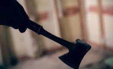 В Павлоградском районе пьяный мужчина убил приятеля топором